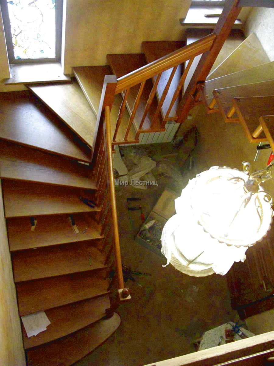Изготовление деревянных лестниц на заказа в Санкт-Петербурге